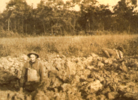 Irving Bigelow sitting near dead Marine, Belleau Wood