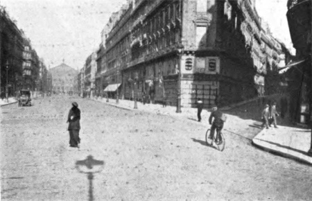 Avenue de L'Opera nearly deserted, August 1914